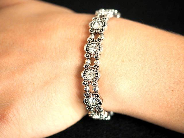 3 astuces pour nettoyer vos bijoux en pierres précieuses