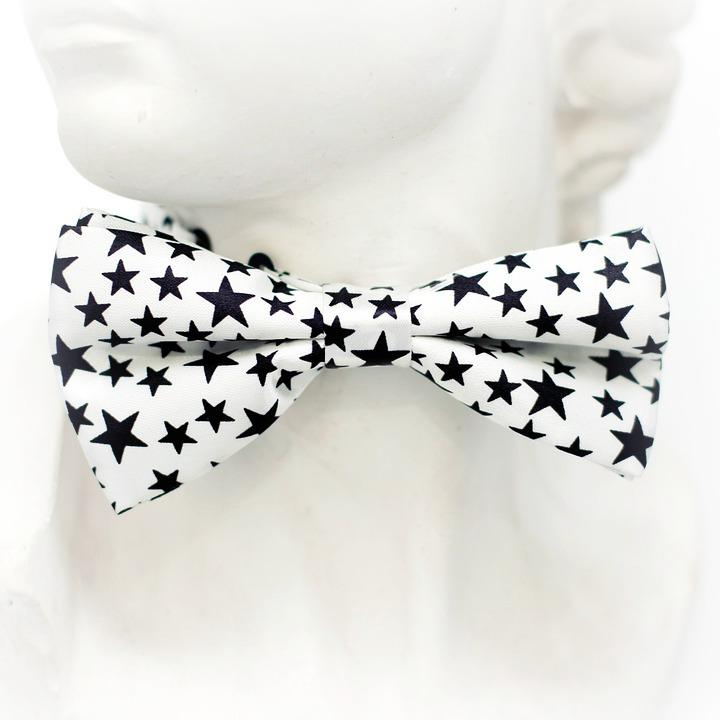 Pour une touche festive, n'oubliez pas les cravates et nœuds papillons fantaisie